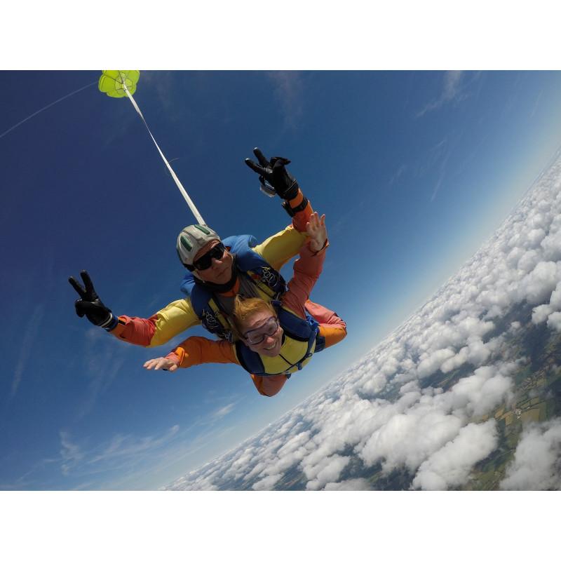 Pack prestige saut tandem avec vidéo-photos et tee-shirt nouméa skydive