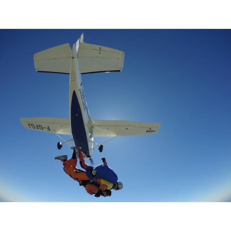 Saut en parachute semaine sur l'aérodrome de Lessay