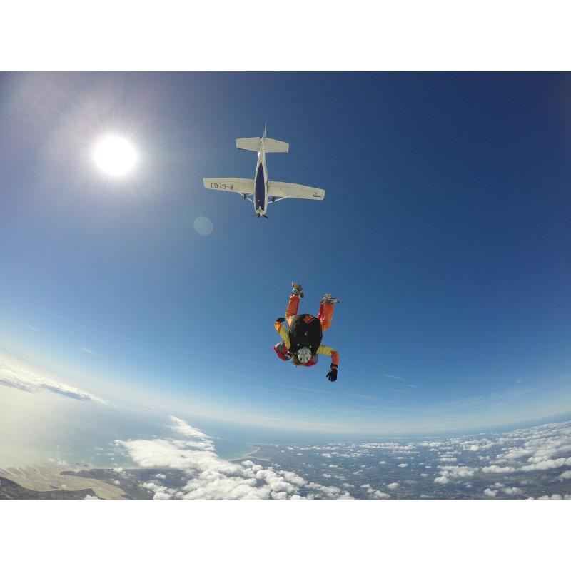 Saut en parachute semaine + vdo-ph sur l'aérodrome de Lessay